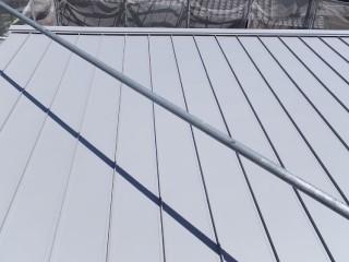 ガルバリウム鋼板に葺き替えられた屋根