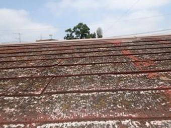 塗膜が剥がれてボロボロのスレート屋根
