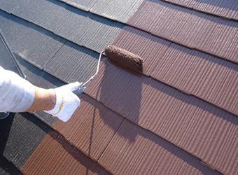 中塗り、上塗りと塗装膜を厚くすることで耐久性をアップします