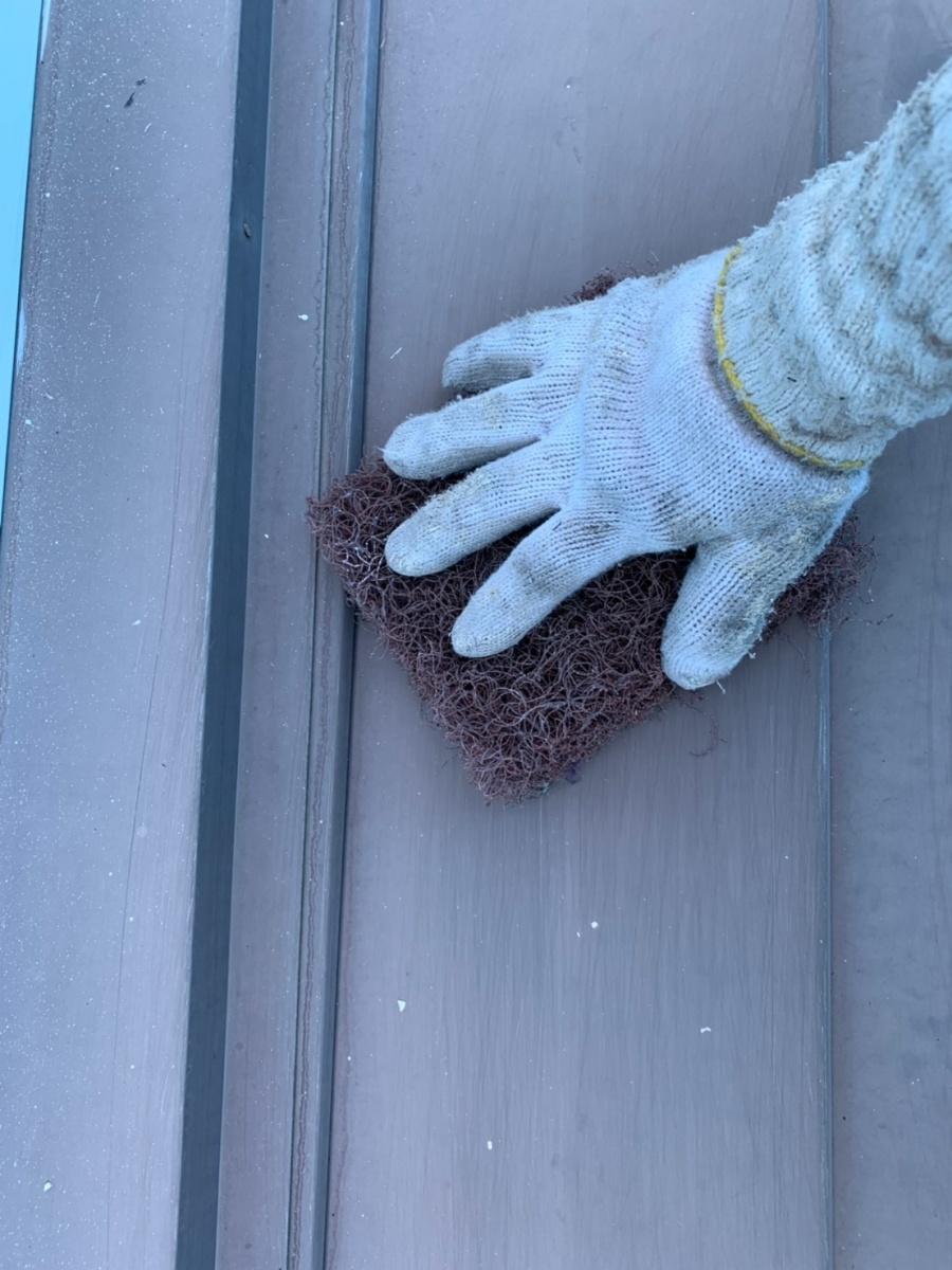 各務原市 外壁塗装工事 ケレン工程です。