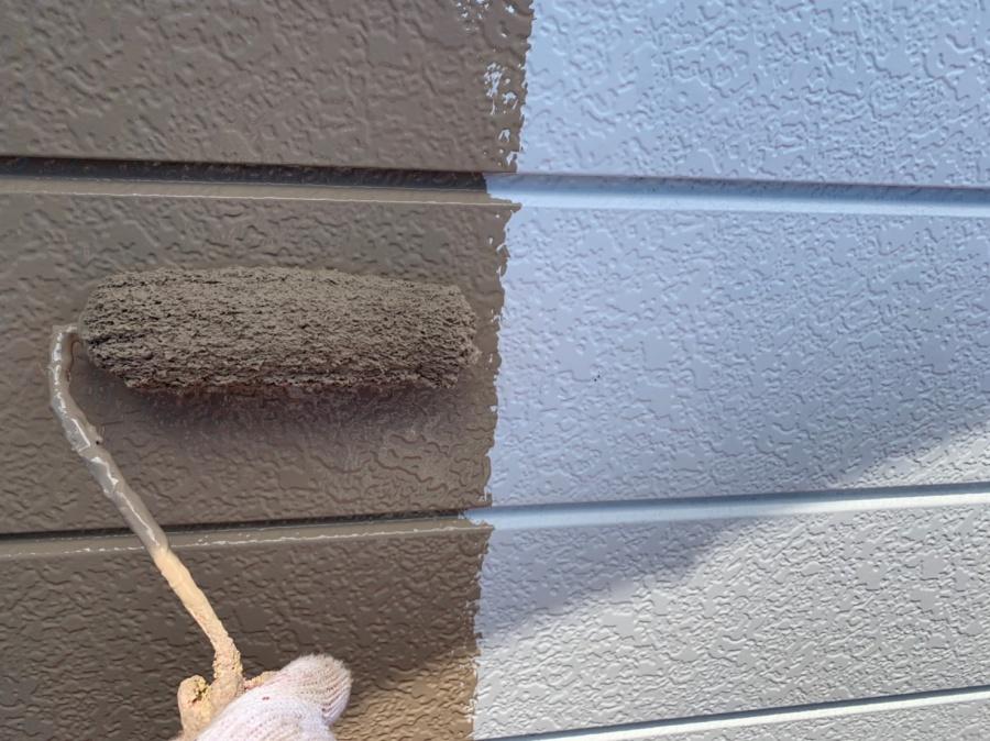 各務原市  外壁塗装工事  1階部分の中塗り、上塗りの工程です。