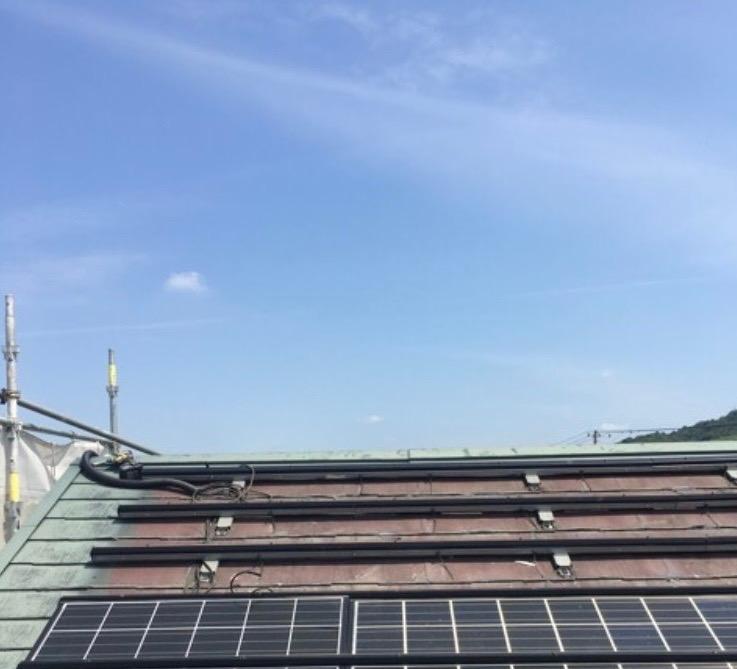 太陽光パネル外し作業中の画像